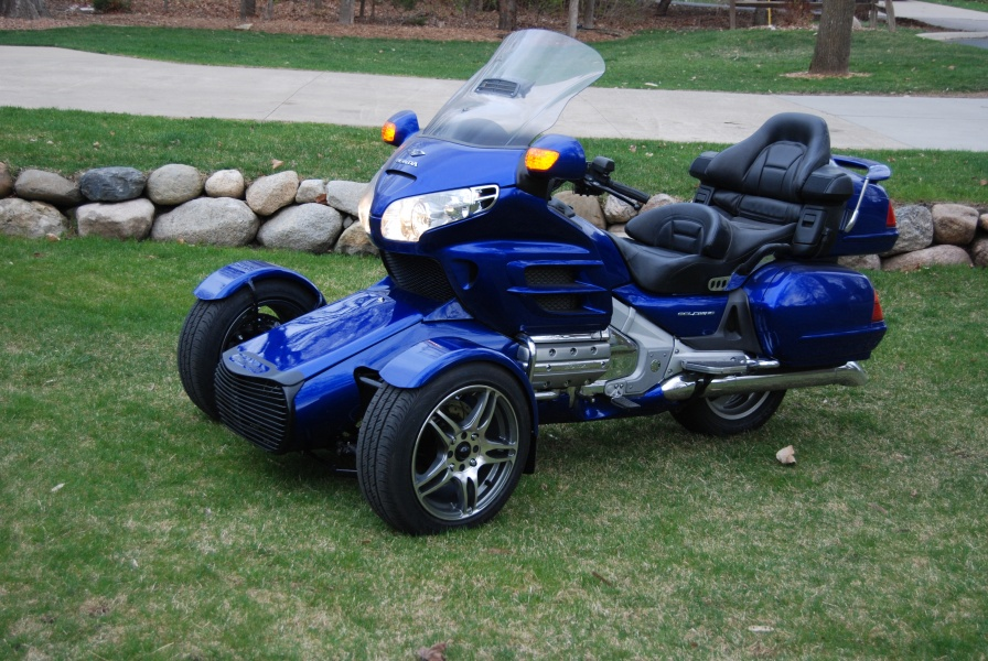 Blue GL1800 reverse trike headed home - Honda Goldwing Forums